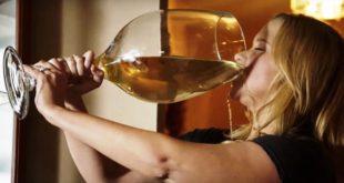 Почему люди употребляют алкогольные напитки?